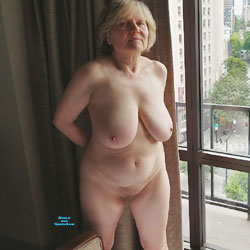 fill her pussy up